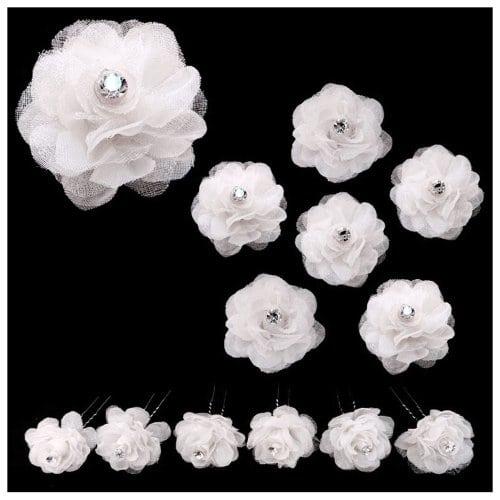 acheter maintenant     EUR 9,99 Lot de 6 Charmantes épingles à cheveux.Chaque épingle est surmontée d'une fleur en tissu blanc, ornée en son centre d'un cristal blanc.Diamètre de la fleur : environ 4,2 cm.Les fleurs en tissus sont…