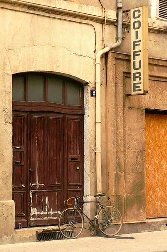 Nîmes  Posté par mistigree  sur 2014-07-17 13:45:42      Tagged:  , Nîmes , enseigne , vélo , porte   …