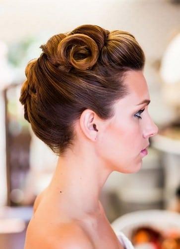 Certains ne regarde jamais à la mode – updos comment cette année. Inspiré par le vieux glamour hollywoodien dans les années 1920, 1940 et 1950, ces coiffures vintage sont sophistiquée et féminine. Si vous voulez ajouter…