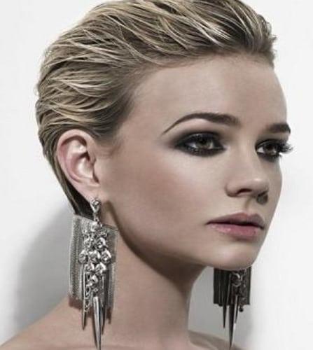 Laque   Département  sont = l'une des tendances de cette année. De nombreuses célébrités utilisent cette coiffure, même si sur le tapis rouge. Par conséquent, beaucoup de femmes ont commencé à imiter les coiffures…