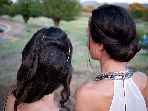 À l'occasion d'un mariage. GF1 et 20mm.  Posté par Dahrth  sur 2013-09-17 20:21:05      Tagged:  , Hairdressing , Girls , Women , Cheveux , Dress , Robe , GF1 , 20mm ,…