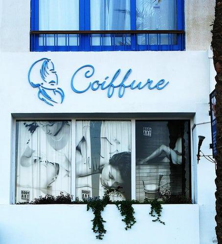 Hair is a photo.  Posté par Mikael Colville-Andersen  sur 2008-02-06 09:47:57      Tagged:  , sharm , sharm el-sheikh , shopfront , coiffure , salon , hairdresser , blue , windows ,…