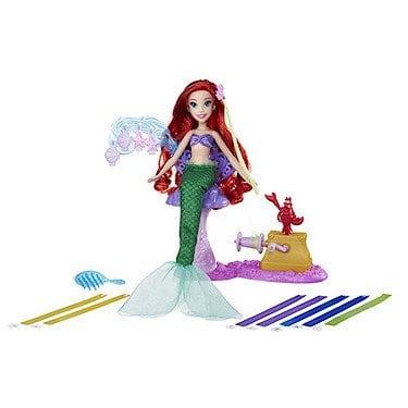 acheter maintenant     EUR 44,36 Coiffe ta princesse préférée dans son salon de coiffure grâce à la poupée Ariel Coiffures Créations de Disney Princess. Attache le ruban dans ses cheveux puis place le fil du ruban dans la…