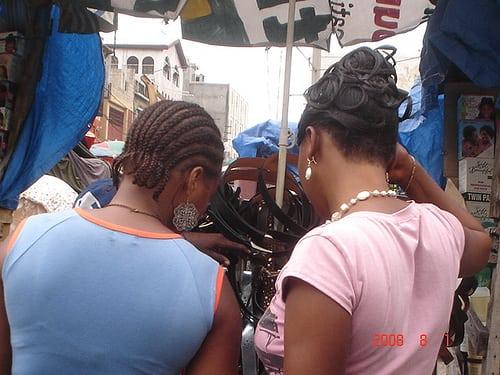 Au marche aprez avoir ete au Salon de Beaute  Posté par LPDHaiti  sur 2008-08-02 19:26:18      Tagged:  , portauprince , haiti , marche , coiffure   …