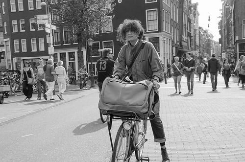 Posté par 105mm  sur 2013-08-22 05:13:41      Tagged:  , Mensen , amsterdam , fiets , candid , hairdressers , bike , people   …