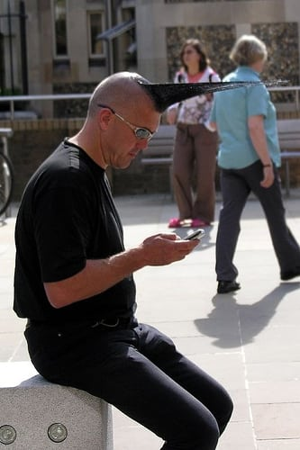 Posté par garylawson7  sur 2006-09-20 09:22:29      Tagged:  , london , people , solo , phone , man , male , Hair , cut , coiffure   …