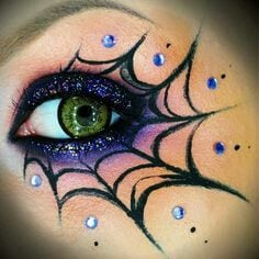 25 Makeup and Nail Looks for Halloween {The Weekly Round UP} – Page 2 of 2