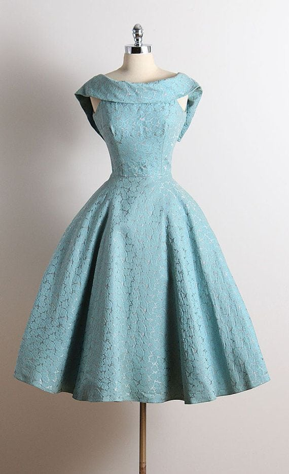 [ad_1]  ➳ vintage 1950s dress * blue cotton faille * muslin lining * embossed rose print * dramatic folded collar * metal back zipper * full skirt Source by supermama4 [ad_2]  …