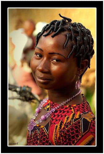 Posté par Laurent.Rappa  sur 2007-11-25 12:41:14      Tagged:  , Afrique , Femme , couleurs , portrait , coiffure , africain , africa , people , smile , woman , face…