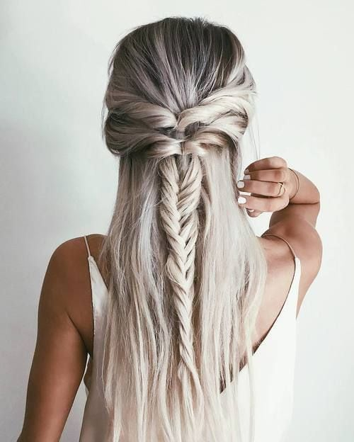 These 25 braided hairstyles are perfect for an easy going summer day. It doesn't matter if you have long hair, short hair or something in between, you'll find braided hair ideas ranging from easy to ones that are a little…