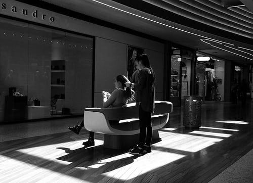 Coiffure  Posté par Alain Rempfer  sur 2017-04-14 08:09:21      Tagged:  , centre commercial , commercial center , magasin , shop , street photography , candid photography , candid portrait , candid…