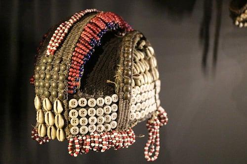 Musée Dapper. Exposition Chefs-d'ouvre de l'art africain. Clous, boutons, raphia, coquillages et perles.  Posté par So_P  sur 2017-05-21 10:58:34      Tagged:  , art , africain , musée , Dapper , Paris…