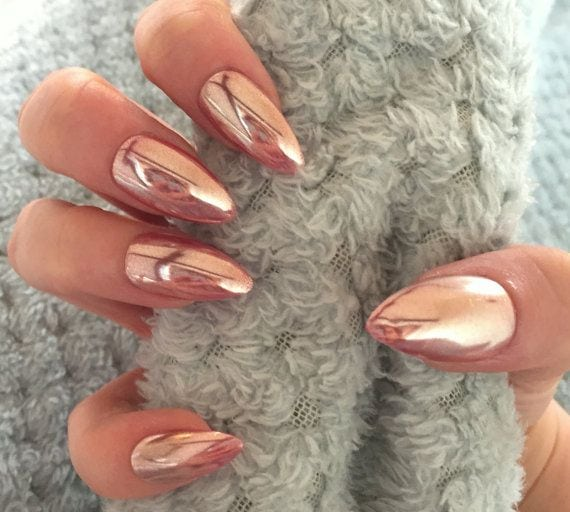 [ad_1]  Obsessed with chrome/holographic/iridescent nails!! ❤️❤️❤️ Love the rose gold, except in short coffin. ////Rose Gold Chrome Mirror Holographic by TheHolyNailUK Source by mipaflomedotabi [ad_2]  …