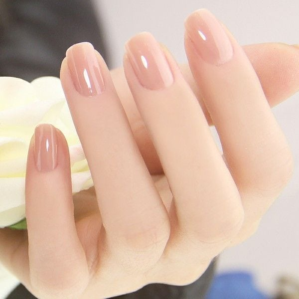 A glossy and perfect looking nude nail art. This type of nude polish makes the skin look so much healthier and vibrant especially under the sun. Source by myrtheteplate   …
