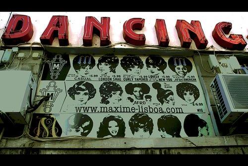 Posté par maloto  sur 2008-01-15 10:37:41      Tagged:  , enseigne , coiffure , coupe , dancing , lisboa   …