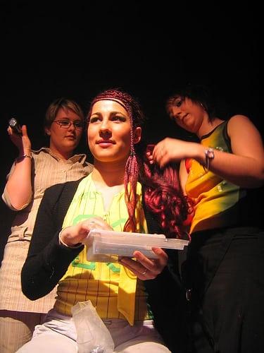 show coiffure 2006  Posté par corum  sur 2006-05-17 21:44:58      Tagged:  , 2006 , show , coiffure , corum   …