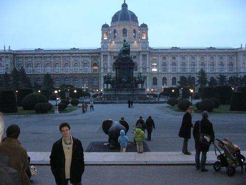 Boubou devant le KunstMuseum