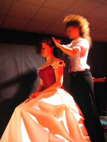 show coiffure 2006  Posté par corum  sur 2006-05-17 21:44:44      Tagged:  , 2006 , show , coiffure , corum   …
