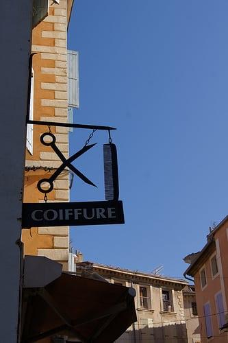 Posté par lefotograve  sur 2010-10-20 19:45:15      Tagged:  , enseigne , coiffeur , coiffure , peigne , ciseaux   …