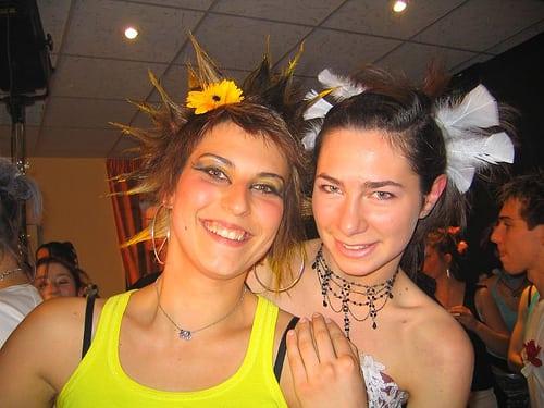 show coiffure 2006  Posté par corum  sur 2006-05-17 21:45:05      Tagged:  , 2006 , show , coiffure , corum   …