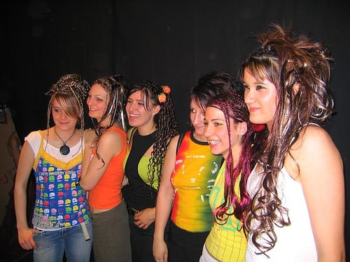 show coiffure 2006  Posté par corum  sur 2006-05-17 21:45:18      Tagged:  , 2006 , show , coiffure , corum   …