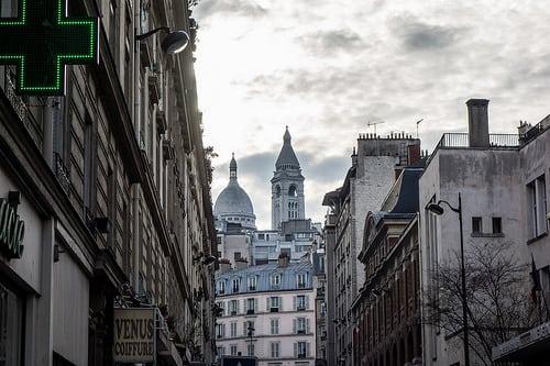 rue Ferdinand Flocon – Paris 18ème  Posté par fgormez  sur 2015-12-15 17:15:22      Tagged:  , Paris , Montmartre , Sacré Coeur , urban , street , Sony , RX100   …