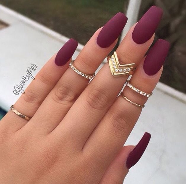 Pienterest: deleks Burgundy matt acrylic long nails