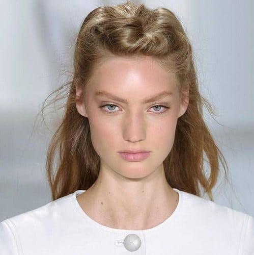 Inspiration Coiffure :    Description   Tuto cheveux : comment faire la demi-queue bombée      madame.tn/beaute/coiffure/inspiration-coiffure-tuto-cheve…  Posté par madame_shopping  sur 2017-10-19 01:48:11      Tagged:    …