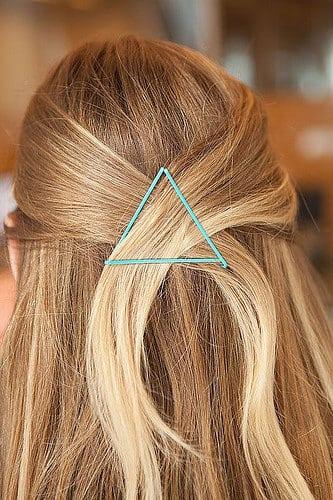 Idée Coiffure :    Description   Les épingles à cheveux ? Toute beauty addict en possède dans sa salle de bain. De formes et de tailles variées, cet outil indispensable peut se transformer en véritable accessoire ultra…