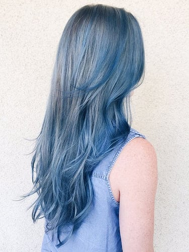 Idee Coiffure Tie And Dye Brune Chemise Denim Sans Manches