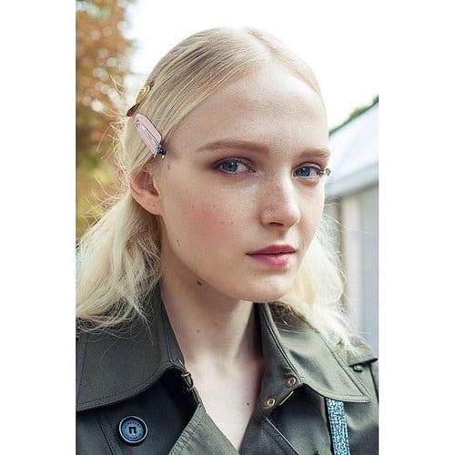 Inspiration Coiffure  :    Description   Le défilé Valentino printemps-été 2015 côté beauté www.vogue.fr/…;      madame.tn/beaute/coiffure/inspiration-coiffure-le-defile-…  Posté par madame_shopping  sur 2018-02-04 05:13:32      Tagged:    …