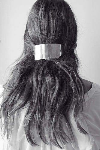 Inspiration Coiffure  :    Description   La barrette Simplicity en plaqué or d'Ana Khouri      madame.tn/beaute/coiffure/inspiration-coiffure-la-barrett…  Posté par madame_shopping  sur 2017-11-12 08:21:00      Tagged:    …
