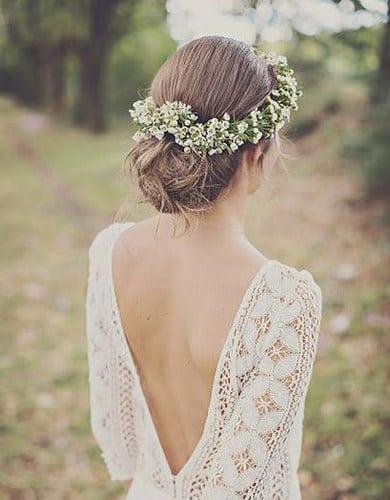 Idée Coiffure :    Description   Le chignon bas et la couronne de fleurs      madame.tn/beaute/coiffure/idee-coiffure-le-chignon-bas-et…  Posté par madame_shopping  sur 2017-11-23 10:49:05      Tagged:    …