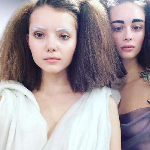 Inspiration Coiffure  :    Description   Les sourcils bold de Schiaparelli      madame.tn/beaute/coiffure/inspiration-coiffure-les-sourci…  Posté par madame_shopping  sur 2018-01-03 16:18:30      Tagged:    …