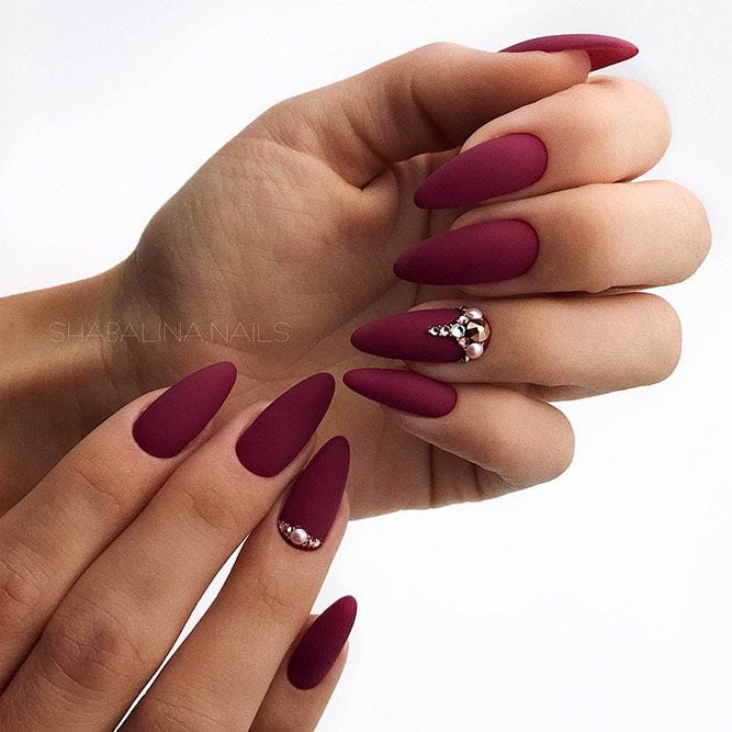 The almond shape is considered to be among sturdier nail shapes because its tip is not too pointy. And this shape is usually done on longer nails, thus creating the real canvas for various nail art. Now let's discover trendy…