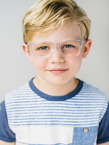 Idee Coiffure Coupe Garcon Court Blond Cheveux Blonds A Lunettes