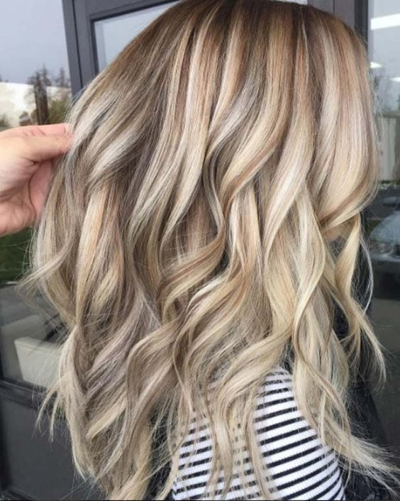 Balayage High Lights To Copy Today – Is it Peach? – Simple, Cute, And Easy Ideas For Blonde Highlights, Dark Brown Hair, Curles, Waves, Brunettes, Natural Looks And Ombre Cuts. These Haircuts Can Be Done DIY Or At Salons. Don't…