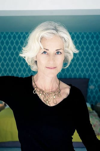 Idée Coiffure :    Description   coupe de cheveux femme au-dessus de la cinquantaine, cheveux tout blancs, effet naturel, femme au teint de porcelaine et aux yeux bleus      madame.tn/beaute/coiffure/idee-coiffure-coupe-de-cheveux-…  Posté par madame_shopping  sur 2018-03-09 22:49:45…