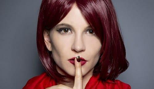 Idée Coiffure :    Description   teinture rouge bordeaux, yeux châtain, coupe carré longueur épaules, coiffure avec frange, coloration cheveux bordaux      madame.tn/beaute/coiffure/idee-coiffure-teinture-rouge-bo…  Posté par madame_shopping  sur 2018-06-18 07:39:52      Tagged:    …