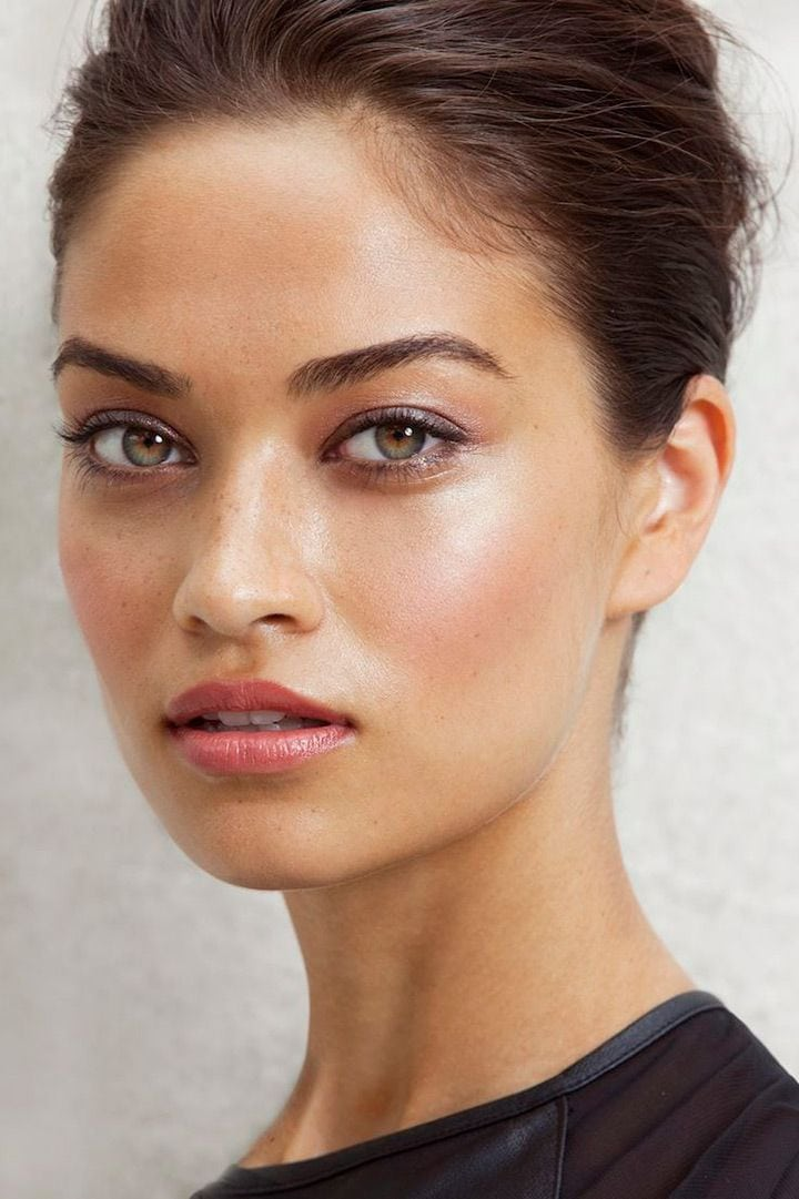 I love the defined but natural brows and subtle eyeshadow… also digging the dewy highlighting! Source by martine76   …