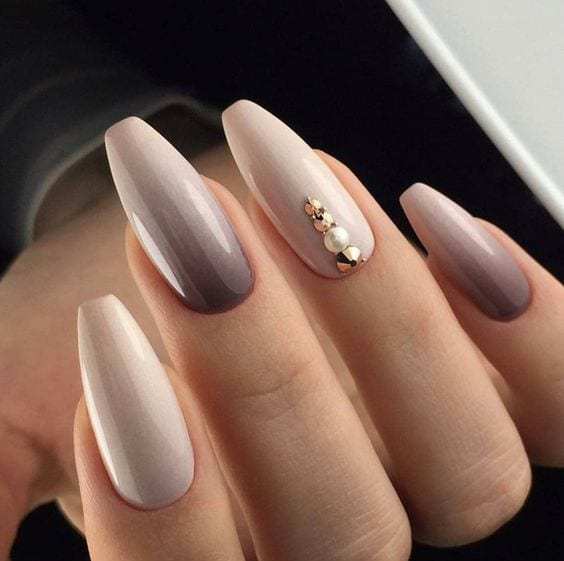 The brown Matte Nails designs are so perfect for fall! Hope they can inspire you and read the article to get the gallery. #BrownNails #NailsDesigns #FallNails #MatteNails