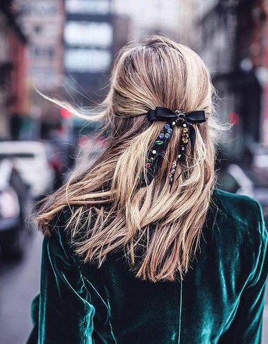 Inspiration Coiffure :    Description   Cheveux attachés : 60 idées de coiffures chics ou décontractées      madame.tn/beaute/coiffure/inspiration-coiffure-cheveux-at…  Posté par madame_shopping  sur 2017-10-17 06:00:01      Tagged:    …
