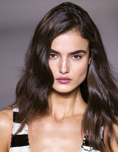 Inspiration Coiffure : Coloration brune brillante - #Coiffure - https://madame.tn/beaute/coiffure/inspiration-coiffure-coloration-brune-brillante/