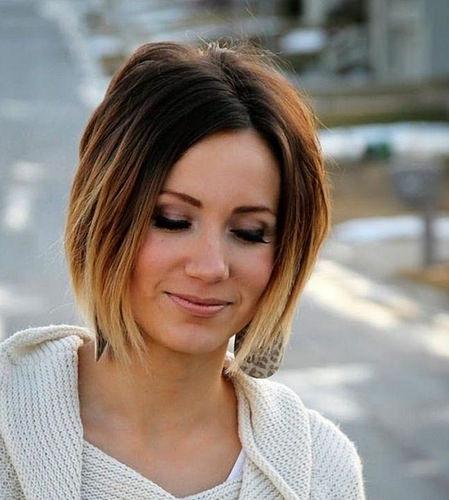Idée Coiffure :    Description   coupe femme carré sur cheveux chatains ombré, style de tous les jours, lèvres nudes, sourcils soulignés      madame.tn/beaute/coiffure/idee-coiffure-coupe-femme-carre…  Posté par madame_shopping  sur 2018-05-29 04:25:16      Tagged: …