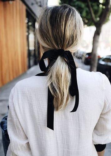 Inspiration Coiffure :    Description   coiffure cheveux mi longs avec ruban automne-hiver 2017      madame.tn/beaute/coiffure/inspiration-coiffure-coiffure-c…  Posté par madame_shopping  sur 2017-10-16 19:20:49      Tagged:    …