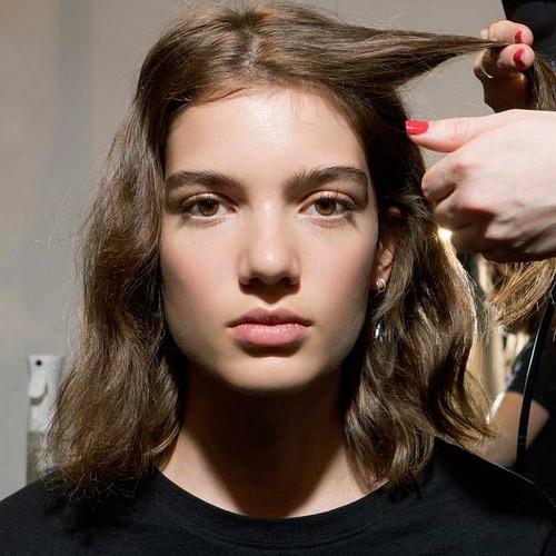 Inspiration Coiffure :    Description   Les bons gestes pour donner du volume à ses cheveux sans mettre la tête à l'envers      madame.tn/beaute/coiffure/inspiration-coiffure-les-bons-g…  Posté par madame_shopping  sur 2018-04-15 03:17:52      Tagged: …