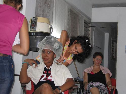 Posté par maritimo1960  sur 2012-05-01 16:01:10      Tagged:  , Friseur , hairdresser , coiffure , kapsalon , peluqueria , fryzjer   …
