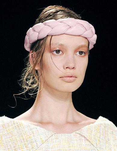Inspiration Coiffure :    Description   Bandeau cheveux rose      madame.tn/beaute/coiffure/inspiration-coiffure-bandeau-ch…  Posté par madame_shopping  sur 2017-10-18 06:39:57      Tagged:    …