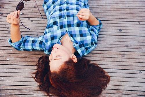 Idée Coiffure :    Description   roux auburn, bijoux pour femme en or et perles blanches, modèle de chemise féminine à carreaux bleus et verts      madame.tn/beaute/coiffure/idee-coiffure-roux-auburn-bijou…  Posté par madame_shopping  sur 2017-12-27 03:44:12    …