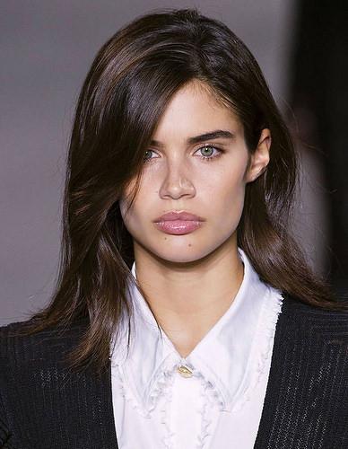 Inspiration Coiffure :    Description   Coloration brune pour yeux bleus      madame.tn/beaute/coiffure/inspiration-coiffure-coloration…  Posté par madame_shopping  sur 2018-04-27 06:02:01      Tagged:    …